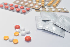 (業界NEWS)薬機法等関連の違反事例が頻発 /医薬品、化粧品の品質管理はニッセンケンにご相談ください